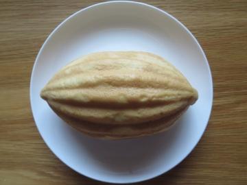 袋から出したメロンパン