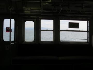 車窓に桜島や太平洋を望む、とんでもなく揺れる