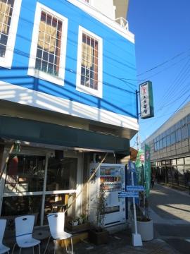 ろぎ茶屋から折れて、青島へ向かいます