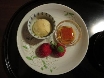 和風焼きプリン、干し柿アイス、苺