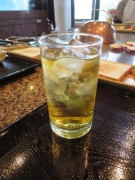 ウイスキーの水割りに見えるでしょうが、ドリンクバーの綾鷹です