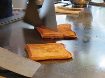 パンのデザート調理中