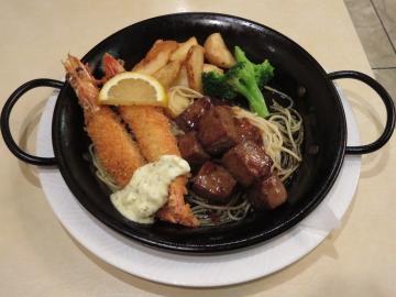 サイコロステーキとエビフライ(ライス付き) 1620円