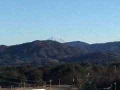 実家から見る富士山の頭・・・