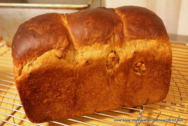 16.02.15黒糖くるみ食パン1