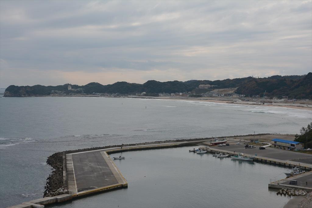 豊間海水浴場側(灯台の南側)