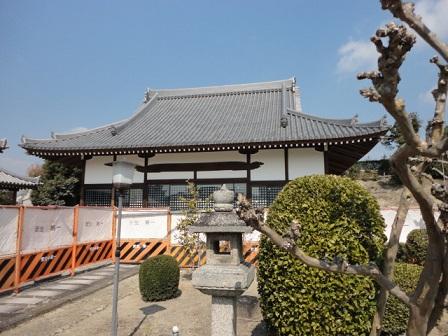リノベーション中の佛眼寺の本堂正面