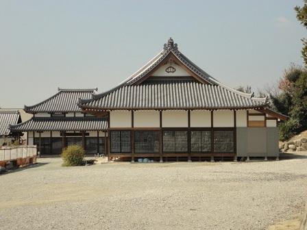リノベーション中の佛眼寺の本堂を横から