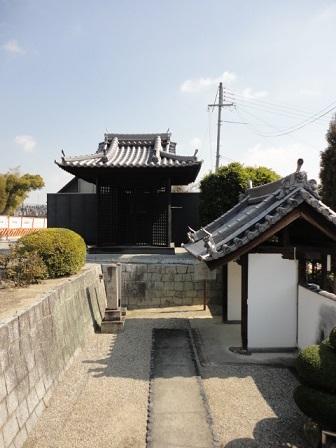 山門と梵鐘①