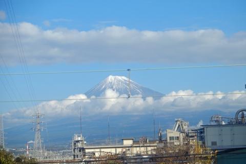 02富士駅近く東海道の車窓より