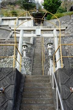 14由比の旧道風景急坂の上の神社