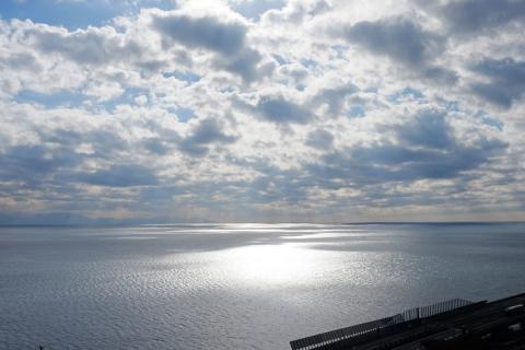 18薩埵峠(さったとうげ)への道光る海