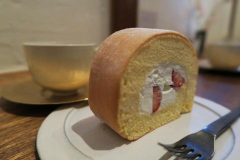 09石かわ珈琲季節のロールケーキ