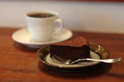 19ヤルクコーヒーチョコレートケーキとケニアとイエメン