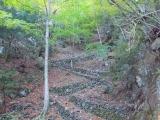 急傾斜の登山道