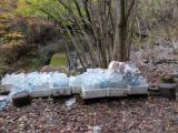 林道終点のペットボトル集積場