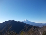 本社ヶ丸からの三ツ峠山と富士山