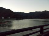 早朝の奥多摩湖