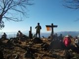 大岳山の頂上で休憩