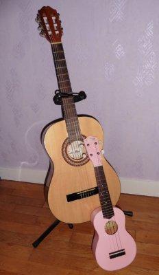 ウクレレとギター