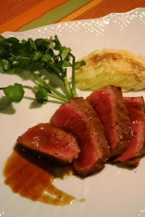 WEB熟成和牛のステーキ グラタンドフィノワ添え