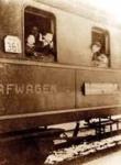 カウナスから国際列車でベルリンに向かう杉原一家。