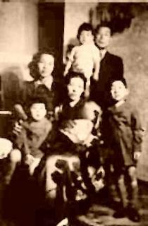 外交官として最後の赴任先となったブカレストでの家族写真 1943年