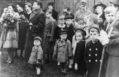 鯉のぼりををあげて近所の子を招いた子供の日 ケーニヒスベルクにて