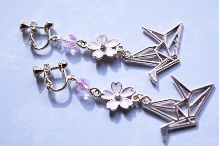 桜と折り鶴のイヤリング (3) - コピー