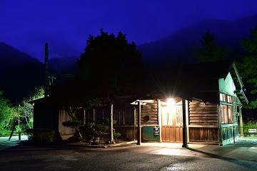 岩山駅の夜(2)