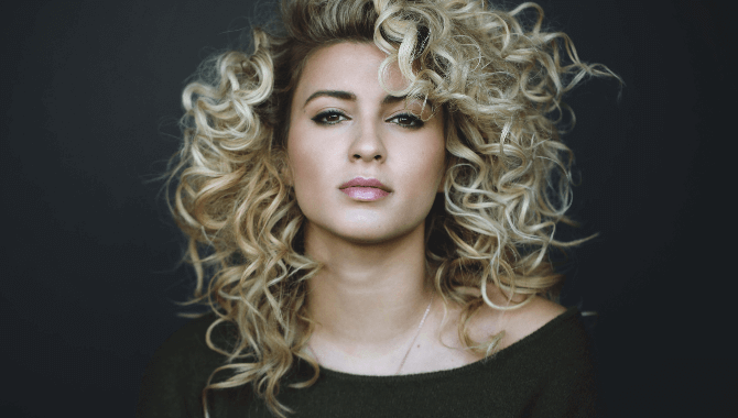 ToriKelly.jpg