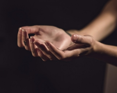 hands-1047634_640.jpg