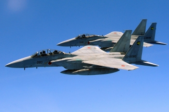 800px-Two_Japan_Air_Self_Defense_Force_F-15_jets.jpg