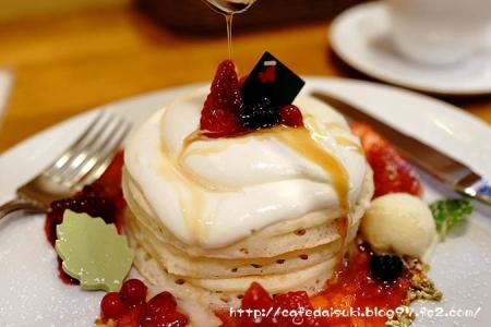 パンケーキママカフェ VoiVoi◇ジャージークリームと苺のクリスマスパンケーキ