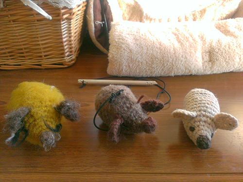 かぎ針編みで猫のオモチャ
