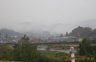 雨に煙る坂の街