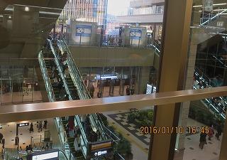 大阪駅の雑踏