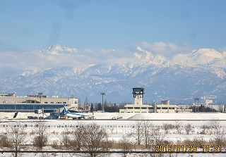 冬晴れの空港