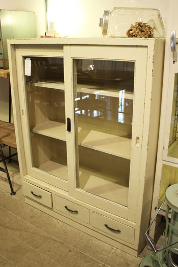 食器棚 本棚 キャビネット シャビーシック ペイントリメイク クリアガラス