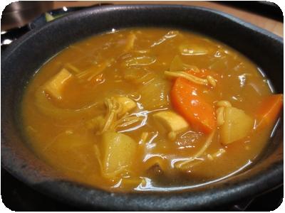 玉葱たくさん!きのこもたっぷりの酸っぱい6種野菜のサワーカレー