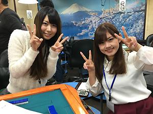東城りおプロ(左)と日向藍子(右)プロ。眼福ですわ~