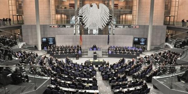 ドイツ議会、難民流入抑制策を可決