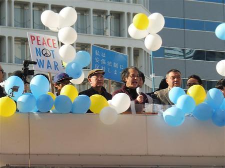 夏の参院選で野党統一候補を支援する「市民連合」が初めて行った街頭演説=5日午後、東京・新宿(酒井充撮影)