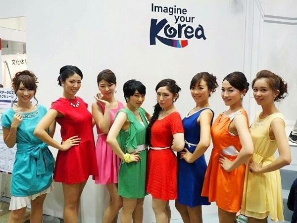 不倫相手の宮沢磨由は、K-popカバーダンスユニット「ModeA」のメンバー