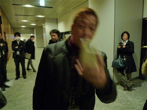 女性をつけ回し写メを撮る変質者wwww伊藤大介