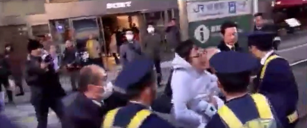 2016年1月10日、慰安婦問題の日韓合意を糾弾する国民大行進にて、カウンター側が3名逮捕。