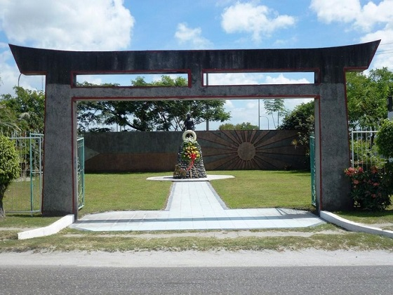 マバラカット東飛行場跡 フィリピンで英雄!神風特攻隊・カミカゼ記念碑、銅像、慰霊祭などで称賛・天皇陛下、戦没者への思いカミカゼが1944年10月20日にマバラカットで誕生した