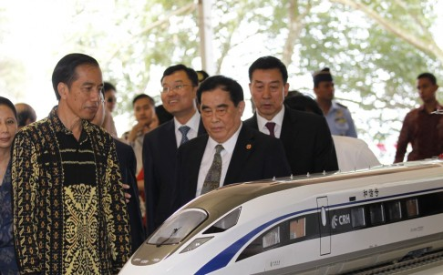 Indonesian President Joko Widodo with Sheng Guangzu, general manager of China Railway Corp