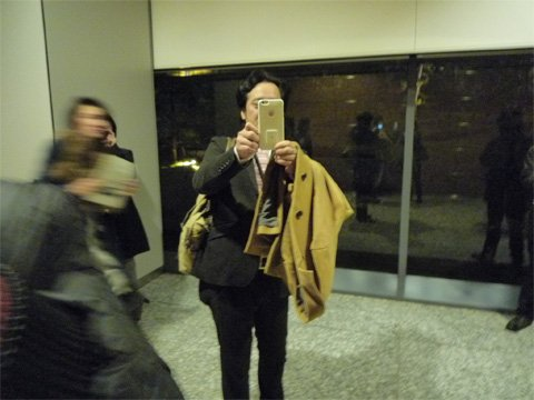 女性をつけ回し写メを撮る変質者wwww