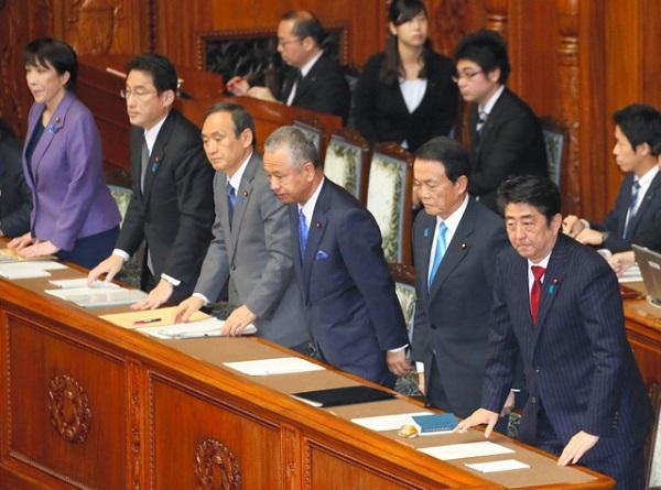 1月20日午前、参院本会議で、自民、公明両党などの賛成多数で総額3兆3213億円の平成27年度の補正予算が可決、成立した。